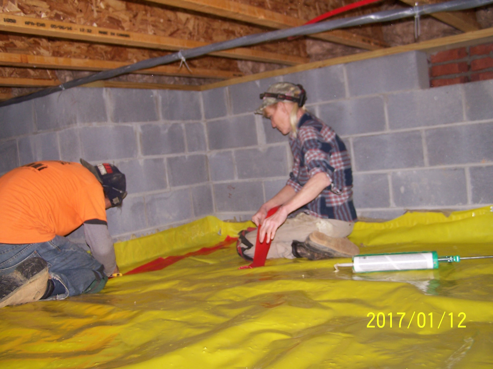 installing-vapor-barrier-in-crawl-space